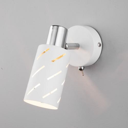 Настенный светильник с поворотным плафоном 20090/1 белый/хром